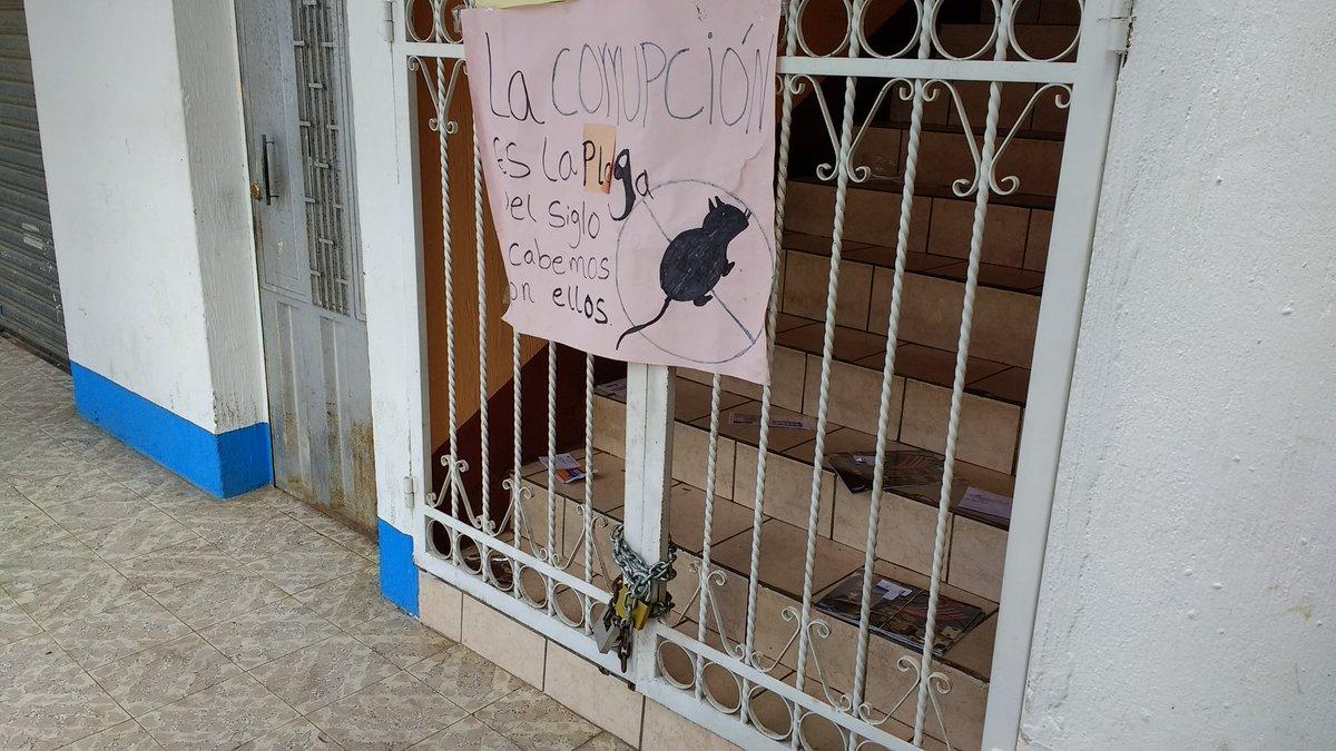 Vecinos entregan edificio municipal de San Miguel Siguilá