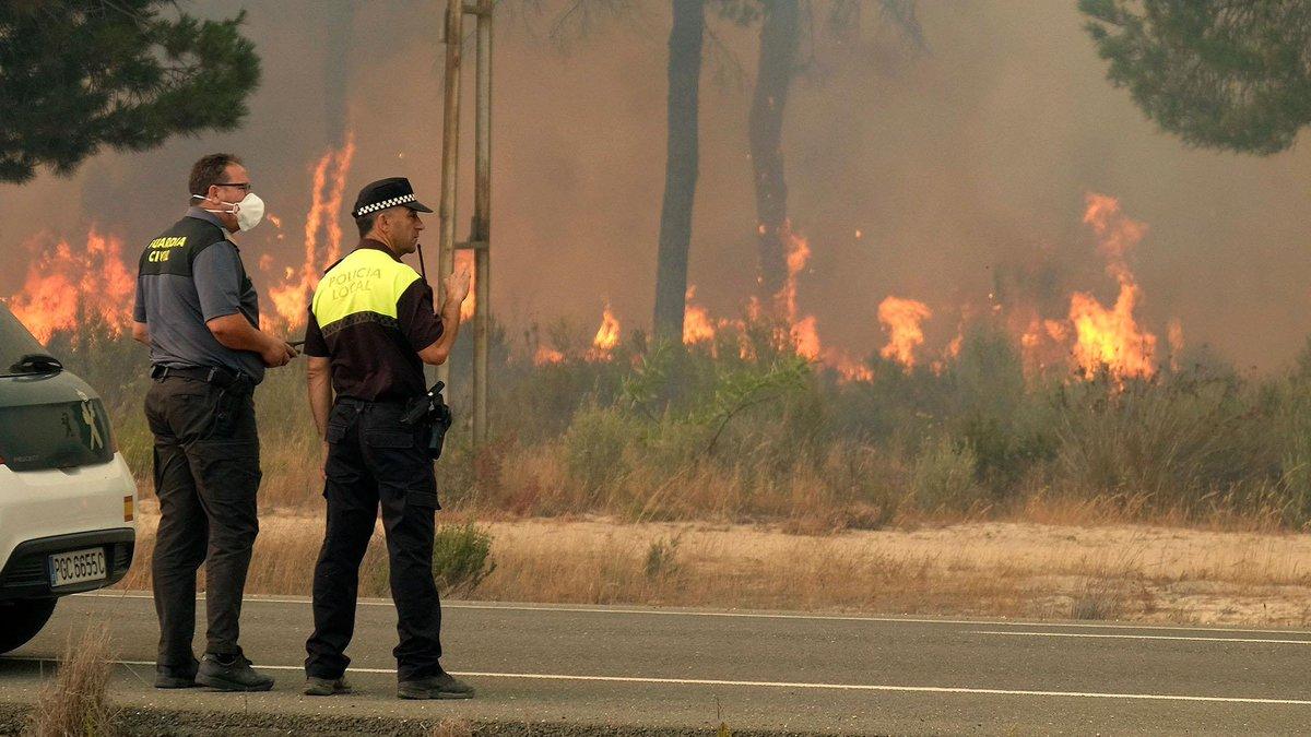 Huge blaze threatens World Heritage Site in Spain