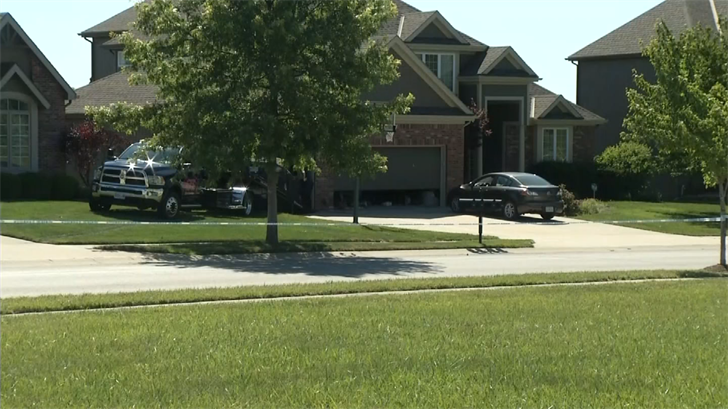 Police: Northland 17-year-old found dead on driveway after fight