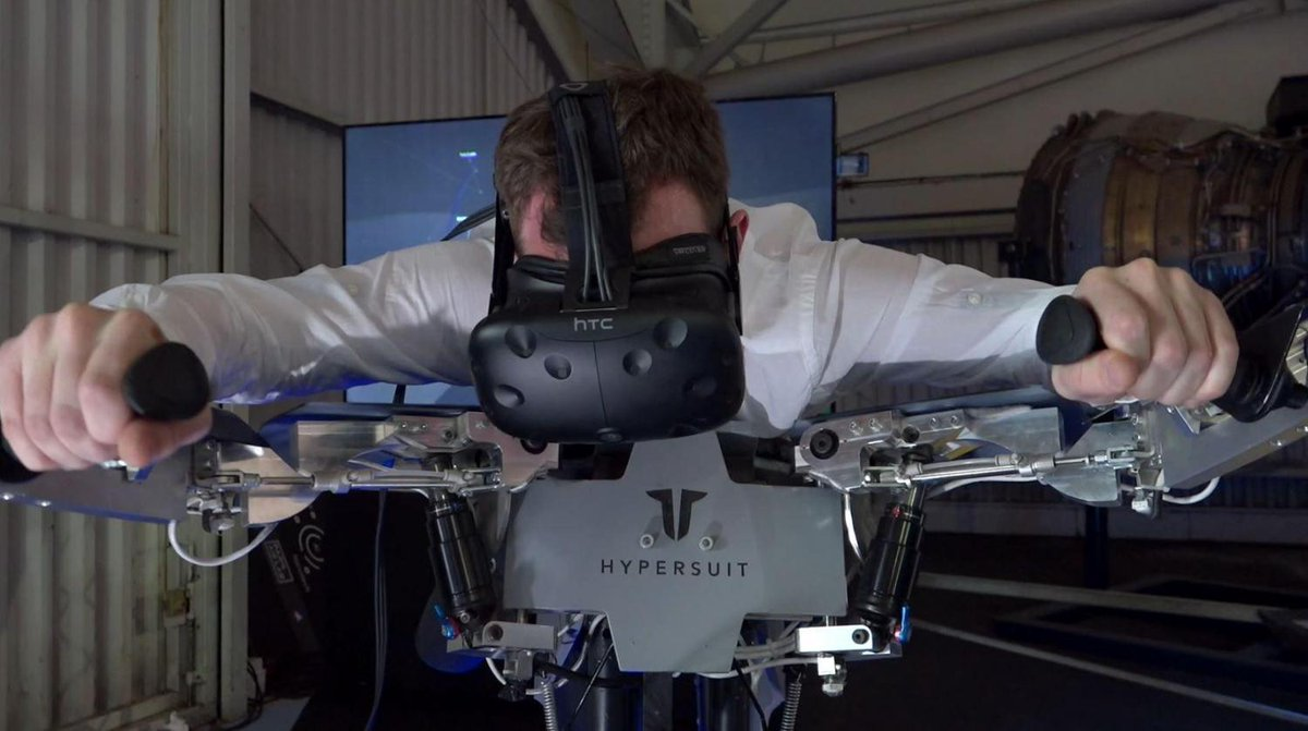 Euronews journalist @ohagan_jim gets a full-body VR experience at the Paris Air Show.