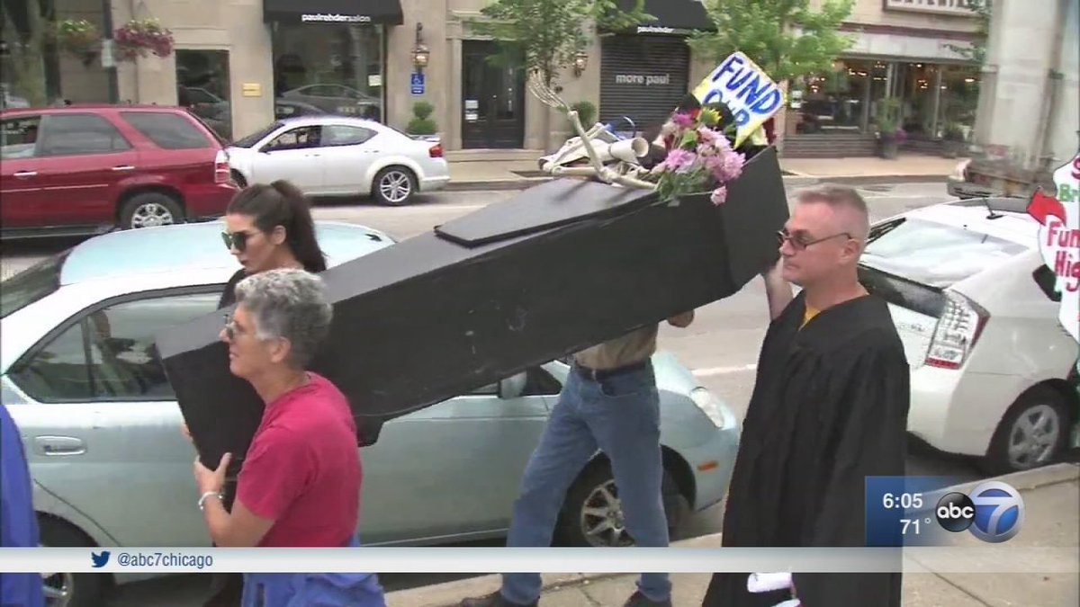NEIU faculty hold funeral march for Illinois higher education