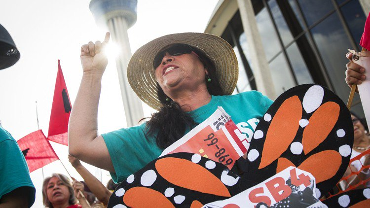 SB 4 court hearing brings hundreds of protesters to San Antonio
