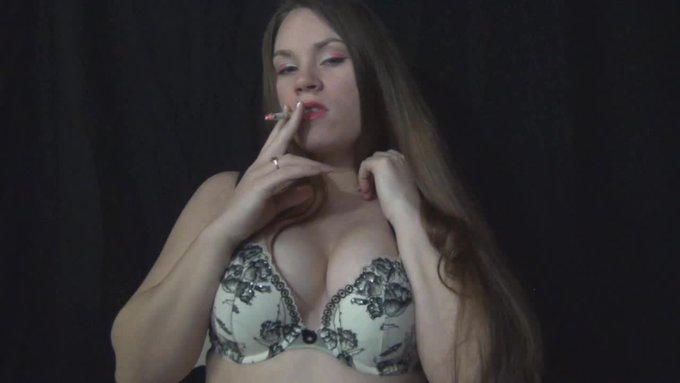 Smoking In Bra Titty Squeezing Pink Lips by @DiaMissLovesyou https://t.co/98cN4NLqkD @manyvids https://t