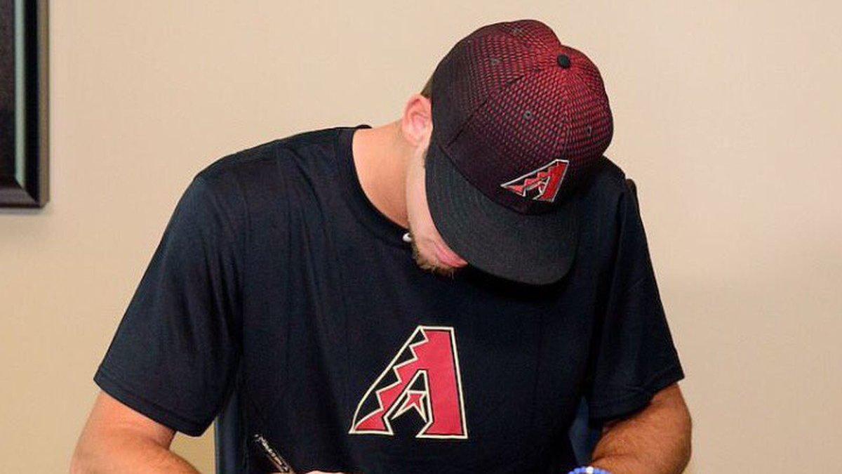 Brian Shaffer inked his contract with the Arizona Diamondbacks