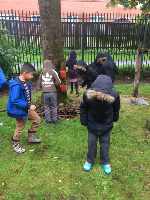 L3 and L4 are collecting sticks for the bug hotel.#eco warriors#busy busy. https://t.co/5VdlQKV3eW