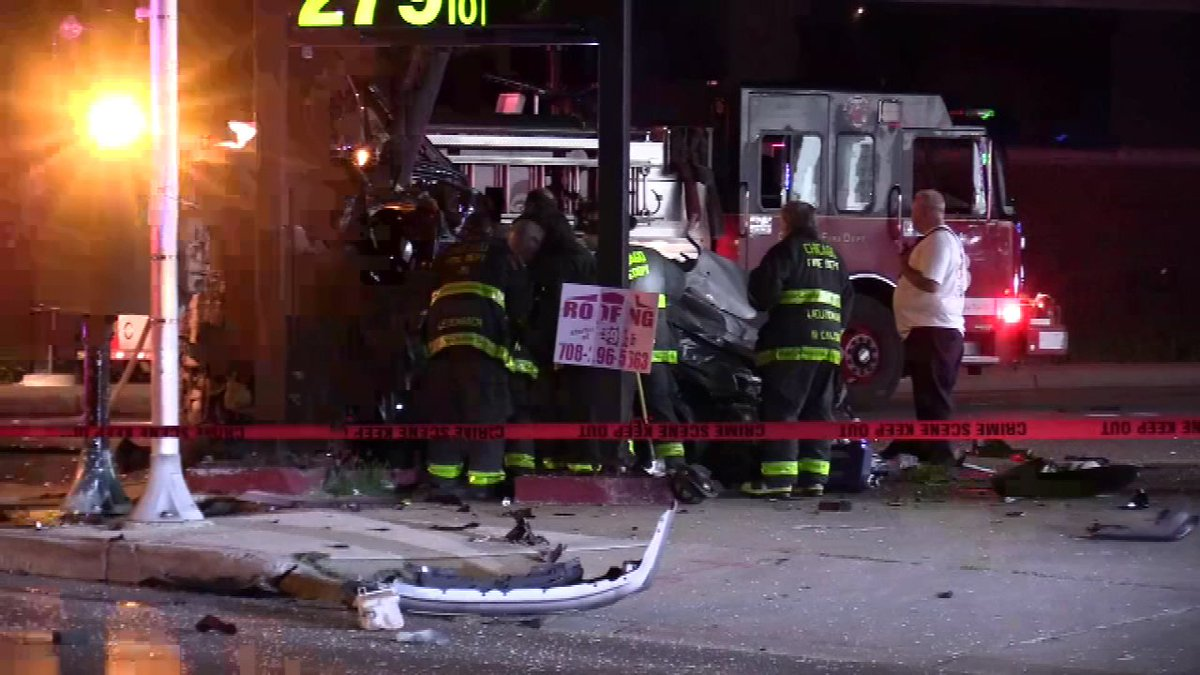 Off-duty Chicago police officer, woman killed in West Side crash