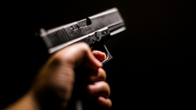 Victim reportedly shoots, kills 2 armed robbers in home invasion caught on video