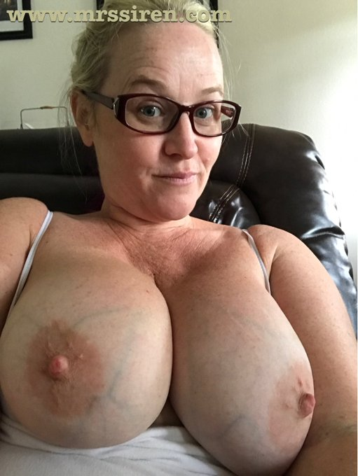 Happy #TittyTuesday!!! Wanna see more? Join https://t.co/s1y56ewFQI today!! https://t.co/6Ao5K7pWcg