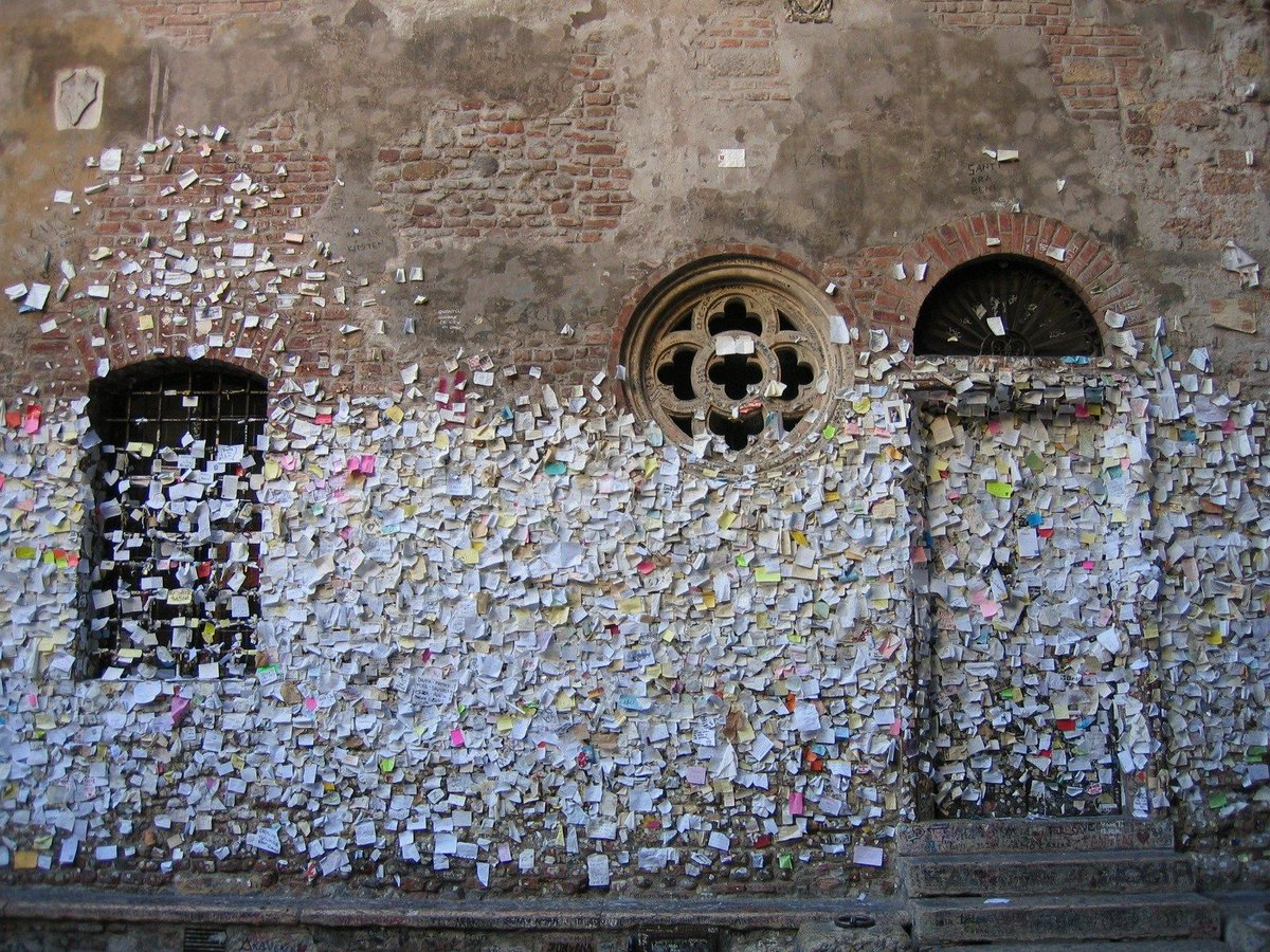 Love letters in Italy.. https://t.co/I6bBoH17bQ https://t.co/3NMJByuzc3
