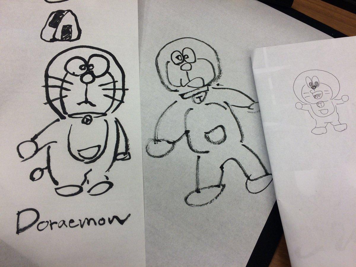 世代の違う3人でドラえもんを書いてみた。描き手は左から右にいくにつれて若くなる。ドラえもんは何となくみんなできたけど、ア
