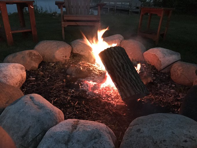And next up ... #Smores ! #LakeLife https://t.co/FpgXk6jiMn