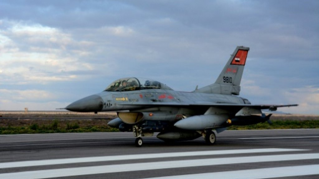 Egyptian warplanes hit arms convoy from Libya: army