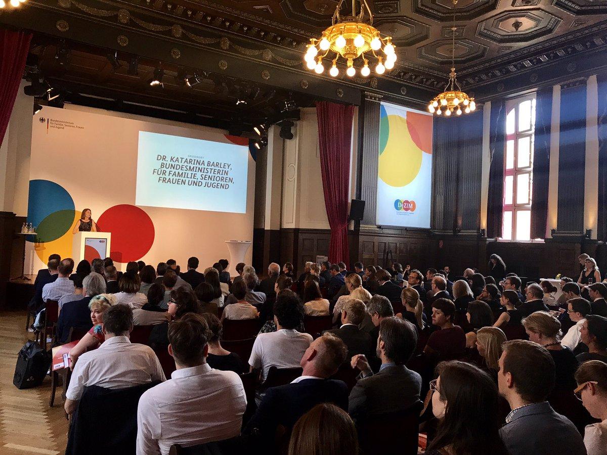 """Startschuss zur Gründung des """"Deutschen Zentrums für Integrations- und Migrationsforschung"""" mit @katarinabarley und… https://t.co/rd9q2fHiQA"""