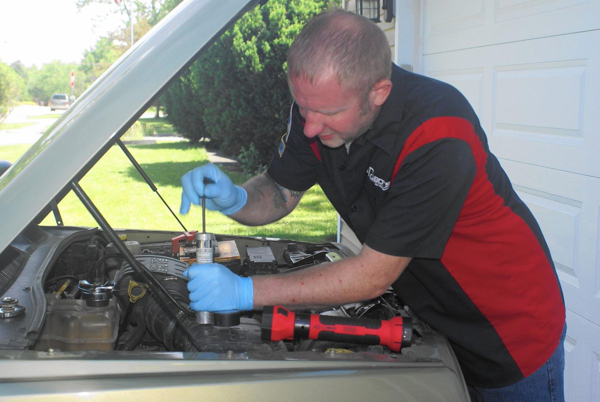 Mobile mechanics diagnose and fix cars at owners' homes