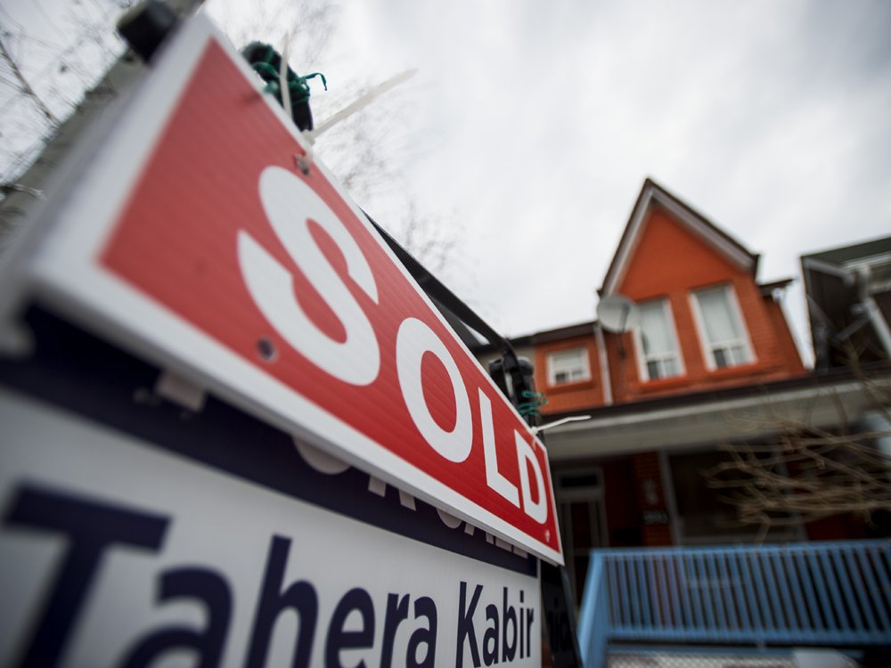 Ontario may ban real estate agents from representing sellers & buyers