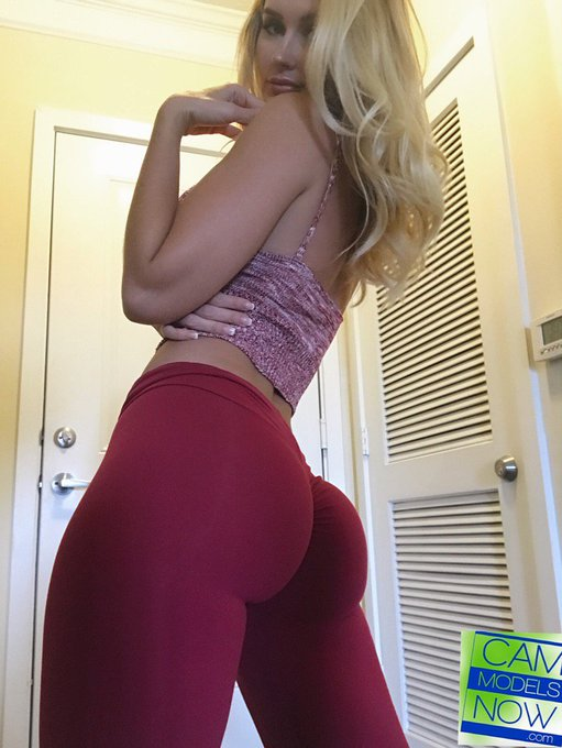 A life without #yogapants is no life at all 🍑🍑🍑 https://t.co/xkjcHM8N7l