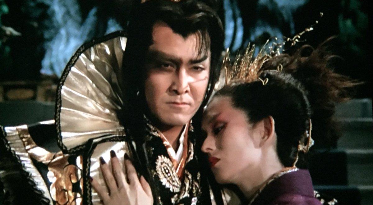 「里見八犬伝」は薬師丸ひろ子のアイドル映画であり、その枷が深作の持ち味をより損ねている感はあるが、それでも十分面白い。深