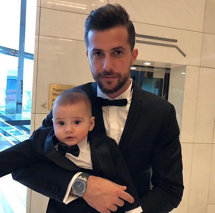 RT @Futbolmerkez: Uğur Demirok ve sevimli oğlu. https://t.co/UyQTDCIUdm