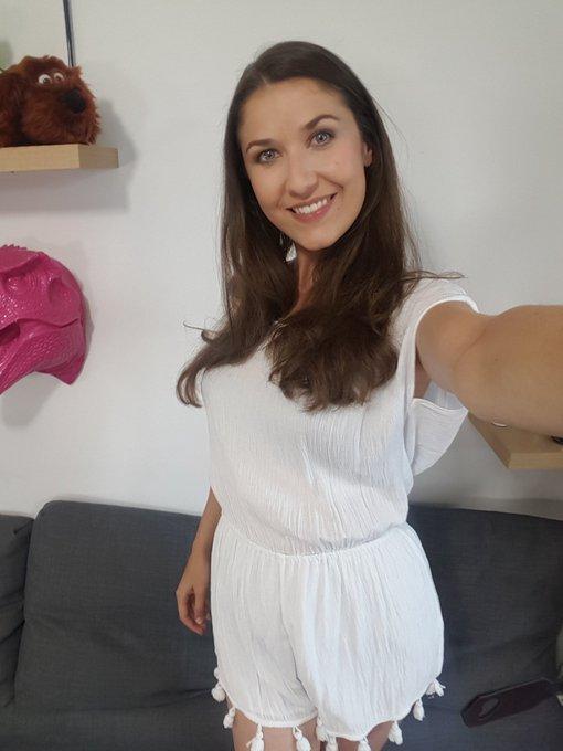 Rdv dans 15min sur https://t.co/pHXOGf7A4H pour mon live cam sexy 😋 #camgirl #online #show #frenchbabe