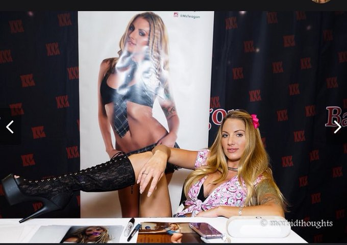 Working hard at @EXXXOTICA in #Chicago   #teaganpresley #marie #disney #Convention2017 https://t.co/