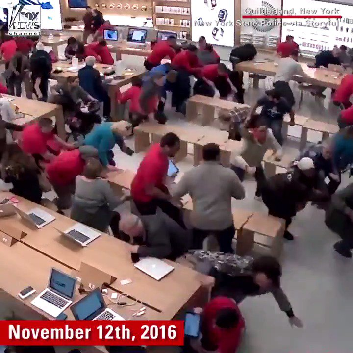 Video shows panic in New York @Apple Store amid gunfire