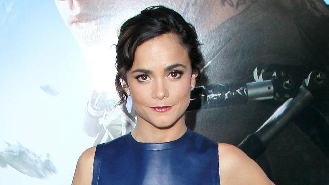 Alice Braga will replace @rosariodawson in @Marvel's X-Men spinoff NewMutants.