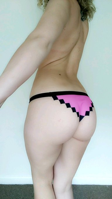 1 pic. I got pixel panties in the mail today 💌 https://t.co/xbf3XigyNS