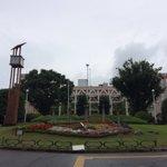 埼玉県庁本庁舎と第2庁舎新海誠監督作品の「ほしのこえ」のヒロイン「ミカコ」の両親はこの県庁勤めの設定です。県庁の庁舎は全