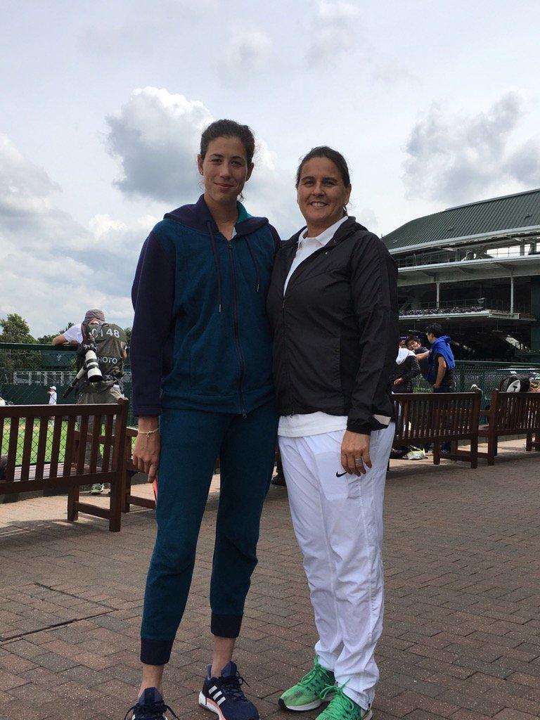 @conchitamartinz me ayudará en @Wimbledon ya que Sam tuvo que volar a casa por un tema familiar. ���� https://t.co/zUyHxNR03i