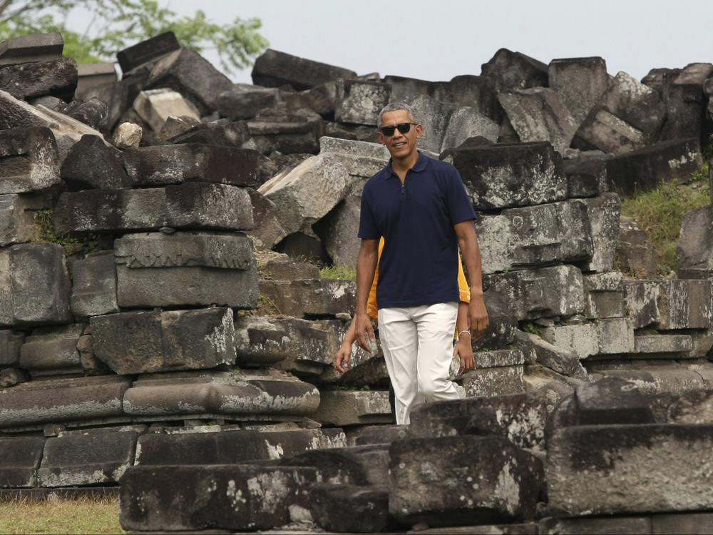 Obama takes family to childhood home in Jakarta to cap off 10-day trip to Indonesia