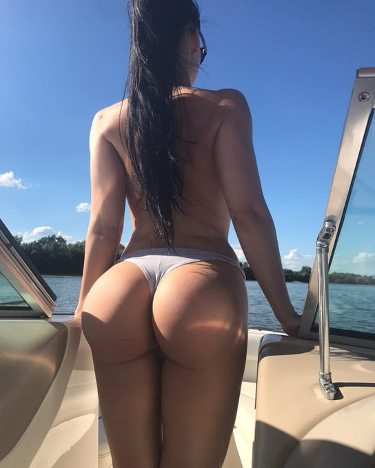 For more pics of me on boat👉🏻https://t.co/h3hmxXXXyC https://t.co/Py9uPPxC3i