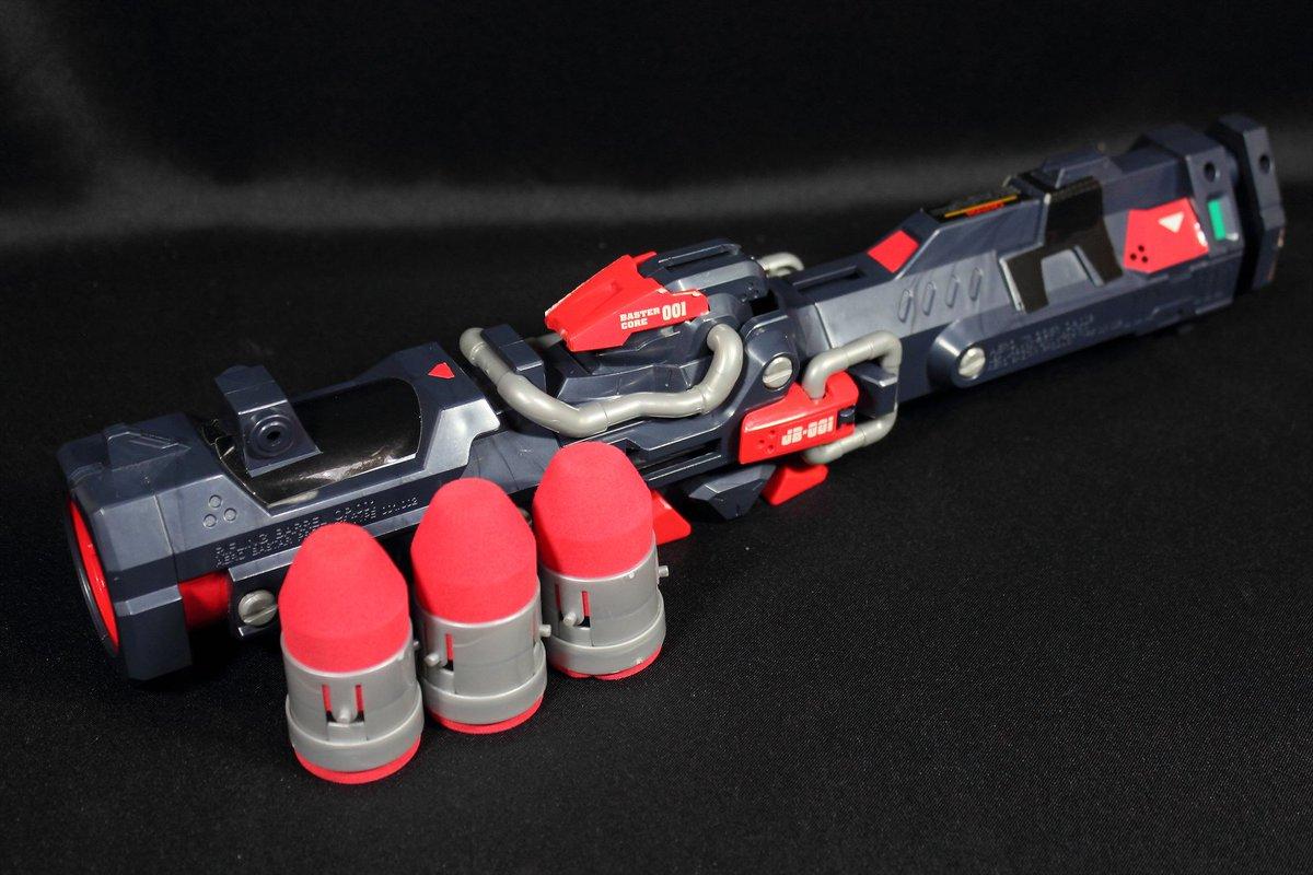 弾丸はEVA素材。バレル内のライフリングにより強制的に回転をかけることで弾道を安定させる構造。発射は圧縮空気で行います。