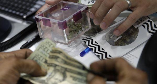 Tourists, locals buy Nevada's legal marijuana