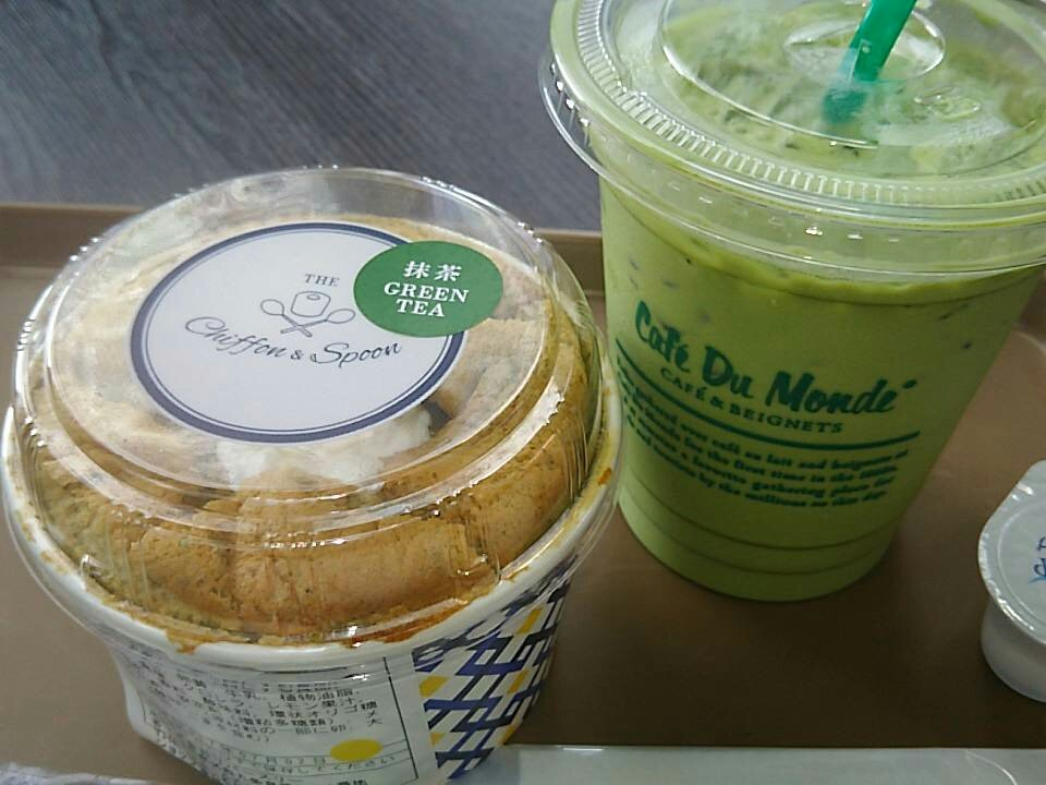 京都は暑い!しかも、物販凄い人!中に入ってからパンフだけ買うつもりで来たけど、ラブステ並だ…。で、私は軽くお昼です♪