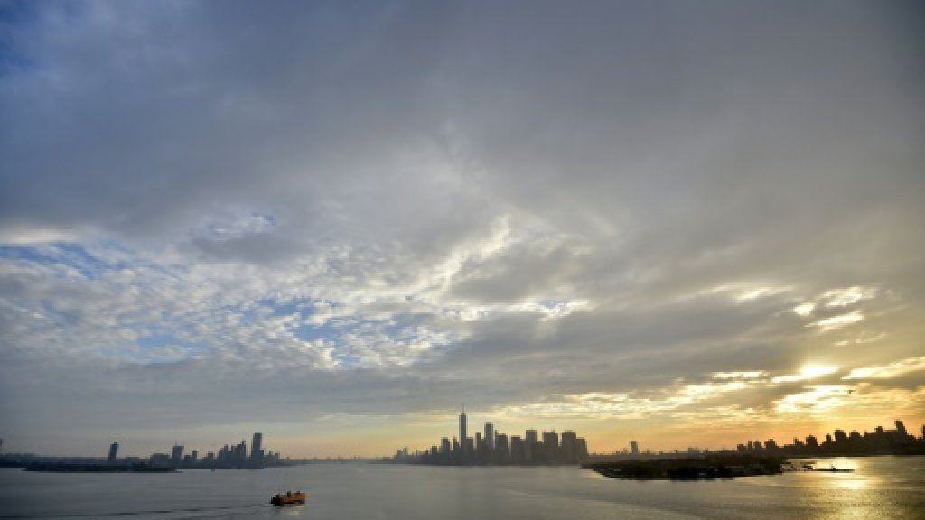 Queen Mary 2 enters New York ahead of trimarans