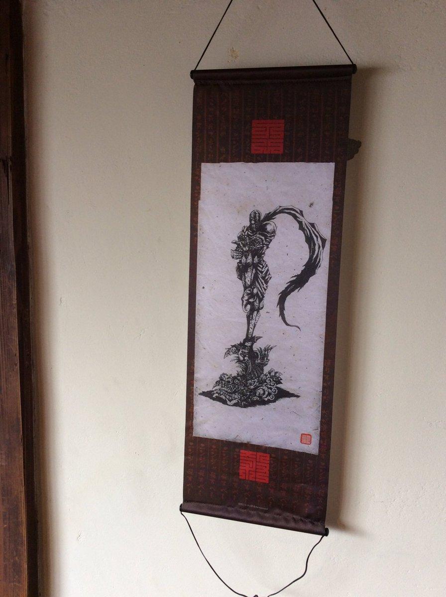 このニンジャスレイヤーの掛け軸、岩倉さんが描いたんだって!ゆるキャラみたいなイラストしか知らなかったからびっくりしました