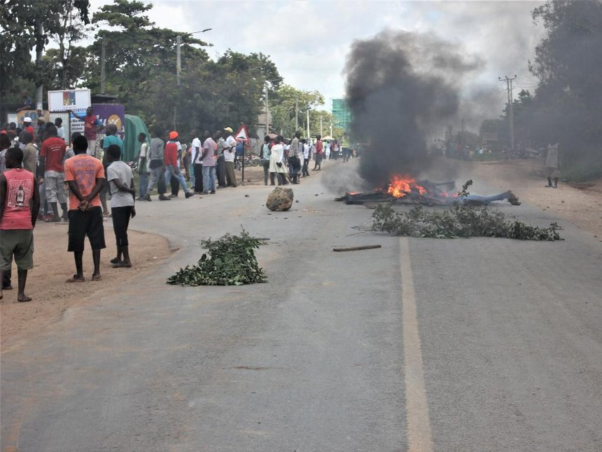Demos in Kilifi town after cop kills man for throwing stones at him