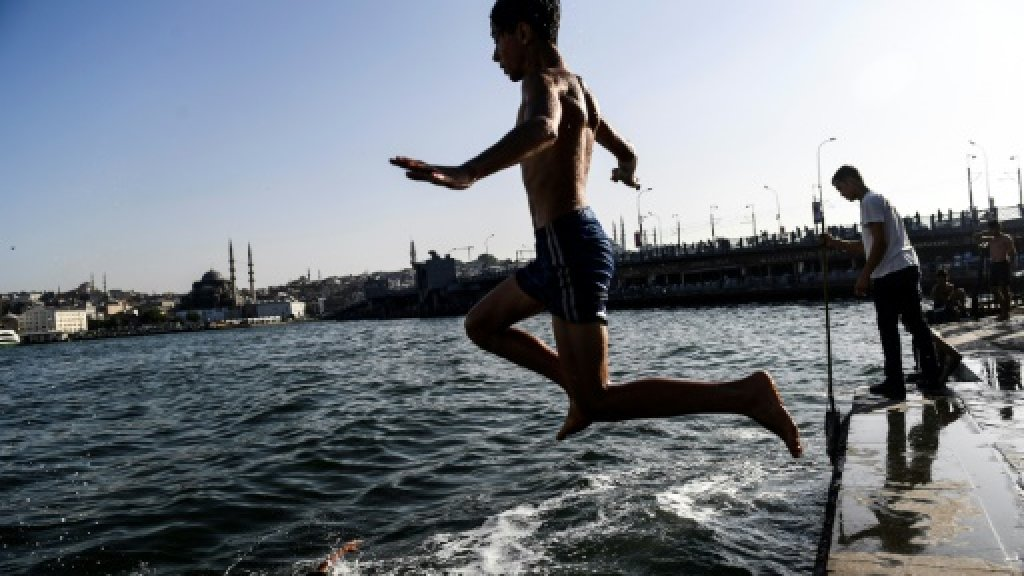 Turkey, Greece swelter under soaring temperatures