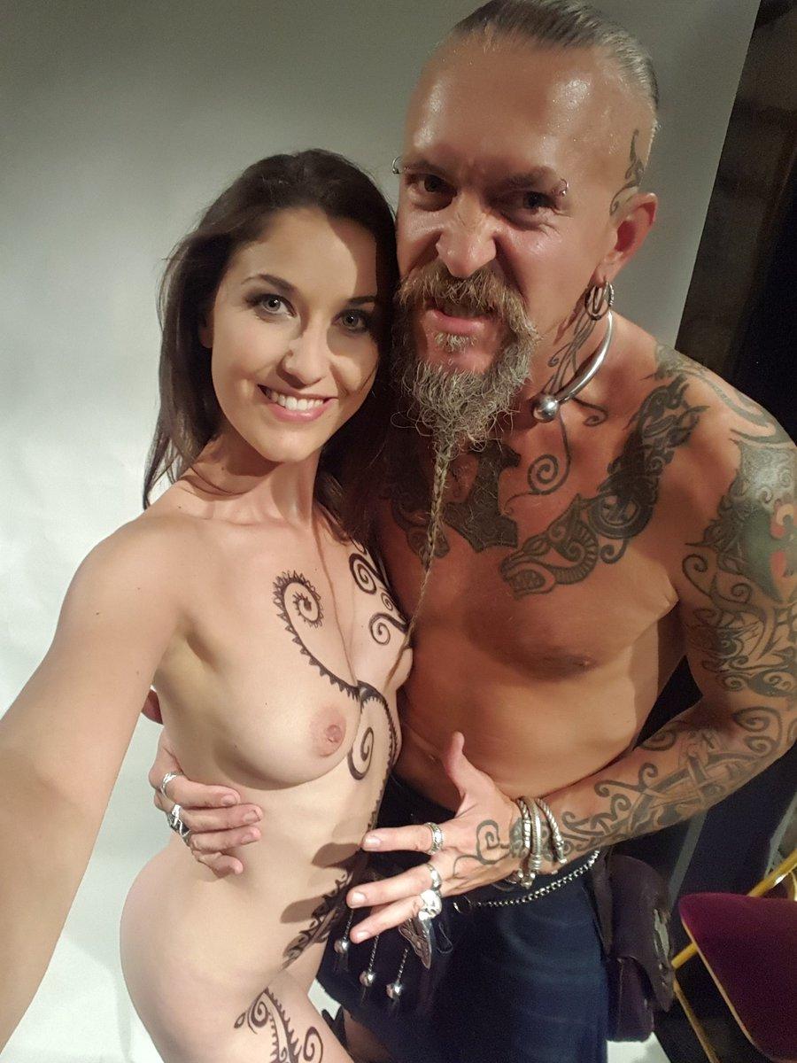 Semaine dernière, #bodypainting et #shooting par/avec Aleksander Sacha ! Petit selfie souvenir ! #tattoo