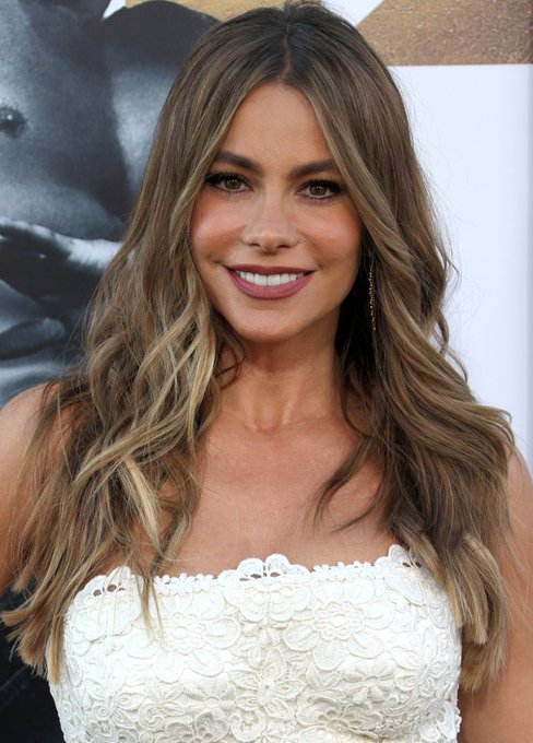 Happy Birthday to the ever beautiful Sofia Vergara! One of our Dermatude Face Mask famous fans