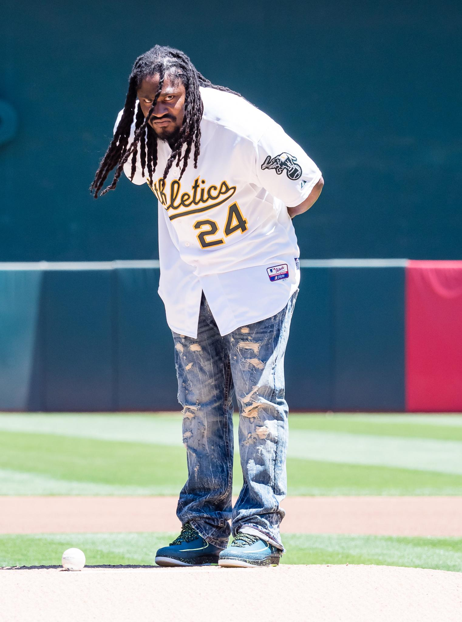 .@MoneyLynch tossing the first pitch in Oakland! https://t.co/a94Kl1JG00