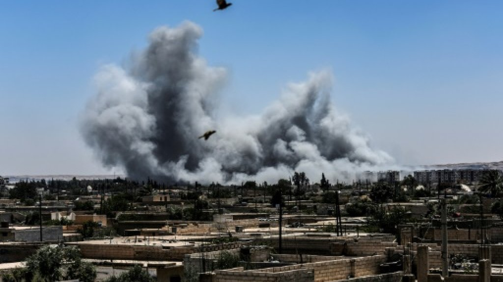 Air strikes pummel Syria's Raqa as US-backed forces advance on IS