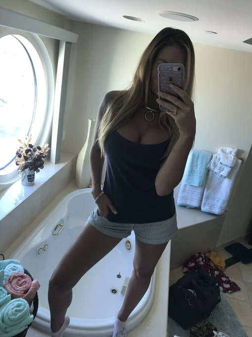 My cutesy stripped #OOTD   #teaganpresley #collar https://t.co/zMvcgHYq5T
