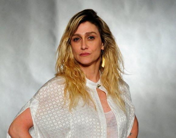 Amora Mautner. Foto do site da RD1 que mostra Amora Mautner deve dirigir nova novela de Duca Rachid e Thelma Guedes, às 18h