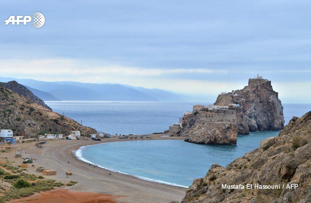 Moroccans eye Spanish enclave across tiny border