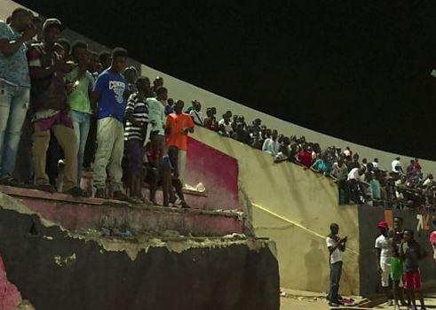 Senegal'de stadyum duvarı çöktü: '8 ölü'