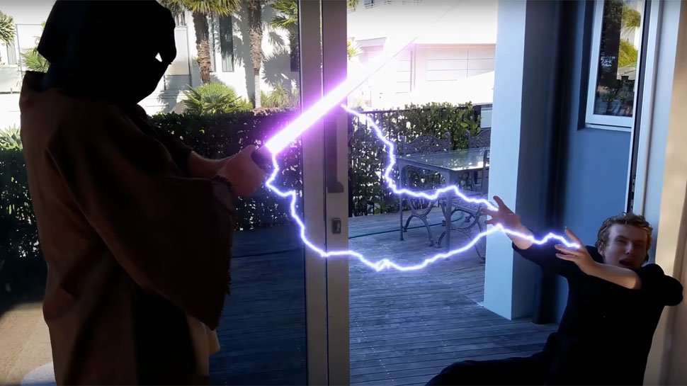 These fans remade #RevengeofTheSith shot for shot. https://t.co/vW03iuS3dJ https://t.co/XYl8CYv6eZ