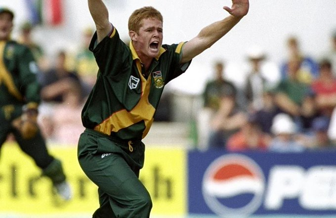 Happy Birthday Shaun Pollock.   Only cricketer to achieve 3000 runs and 300 runs both in Tests and ODI