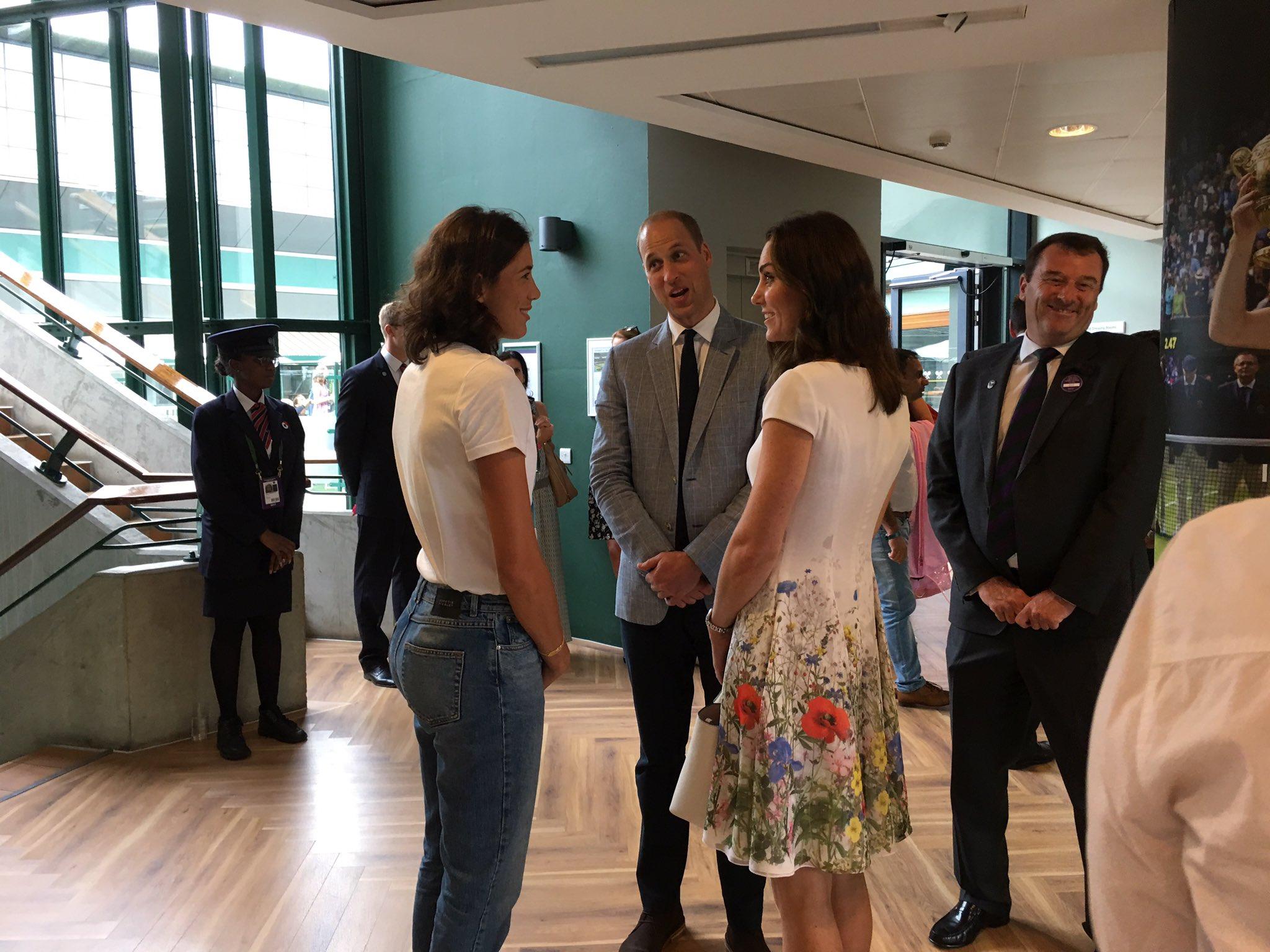 Great meeting the Dukes of Cambridge today the Club. Feliz de conocer a los Diques de Cambridge. https://t.co/NZRkKqr8RM