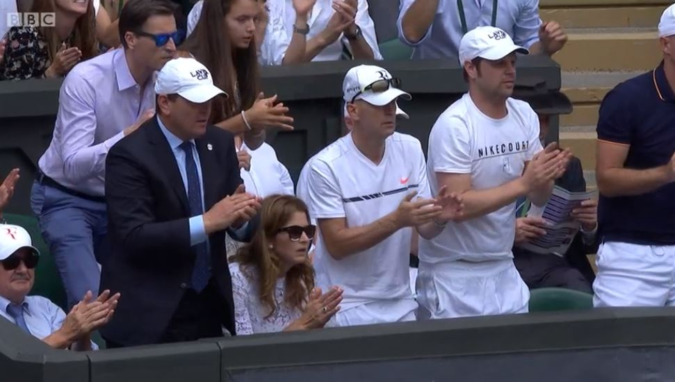 Team Fed liked that.  ��https://t.co/Lbl5QGvF8T #WimbledonFinal https://t.co/jf0c0lRRA0